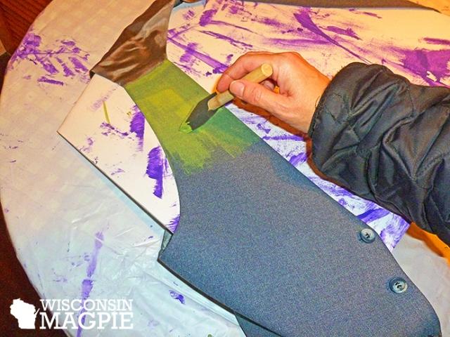 painting Joker vest green