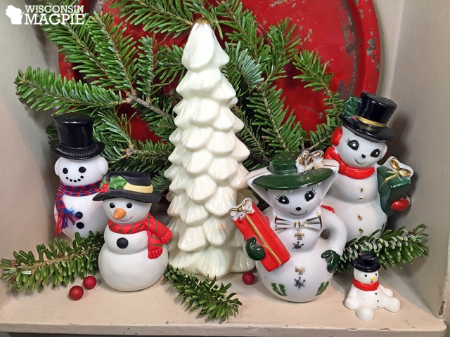 snowmen on a shelf